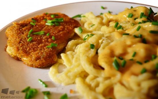 Gericht: Selbstgemachte Spätzle mit Rahmsauce und vegetarischem Schnitzel