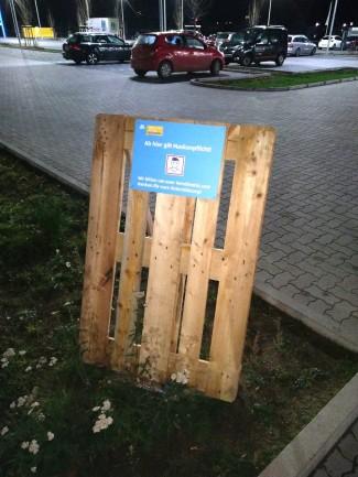 Maskenpflicht auf Parkplatz