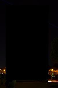 Geschwärzter Eiffelturm bei Nacht